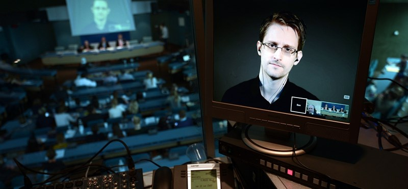 Snowden: Minden okostelefont figyelnek a titkosszolgálatok