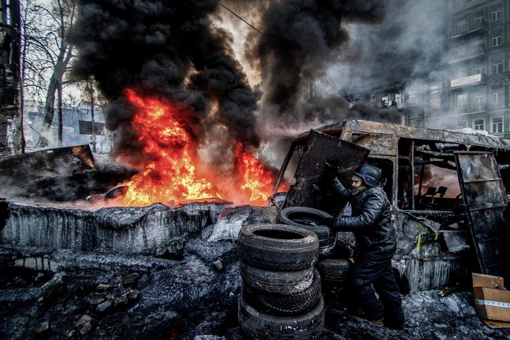 NE használd_! - Magyar fotográfusok háborús képei 100 éve és ma - nagyítás - Kijev, Ukrajna - 2014. január 25.