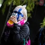 Sziget: mennyit dolgoznak a külföldi diákok egy korsó sörért?