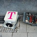 900 000 embert vágtak el az internettől és a tévétől, megtámadták a Deutsche Telekomot