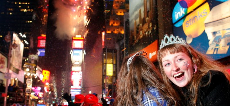 Kamerák, mesterlövészek, fémdetektorok: így készülnek a Times Square-en az év bulijára