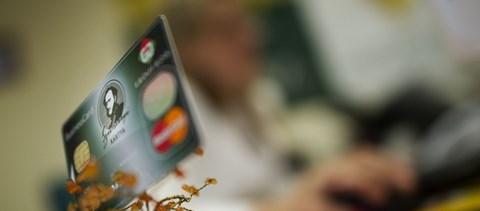 Év végéig meghosszabbították a SZÉP-kártya adómentességét