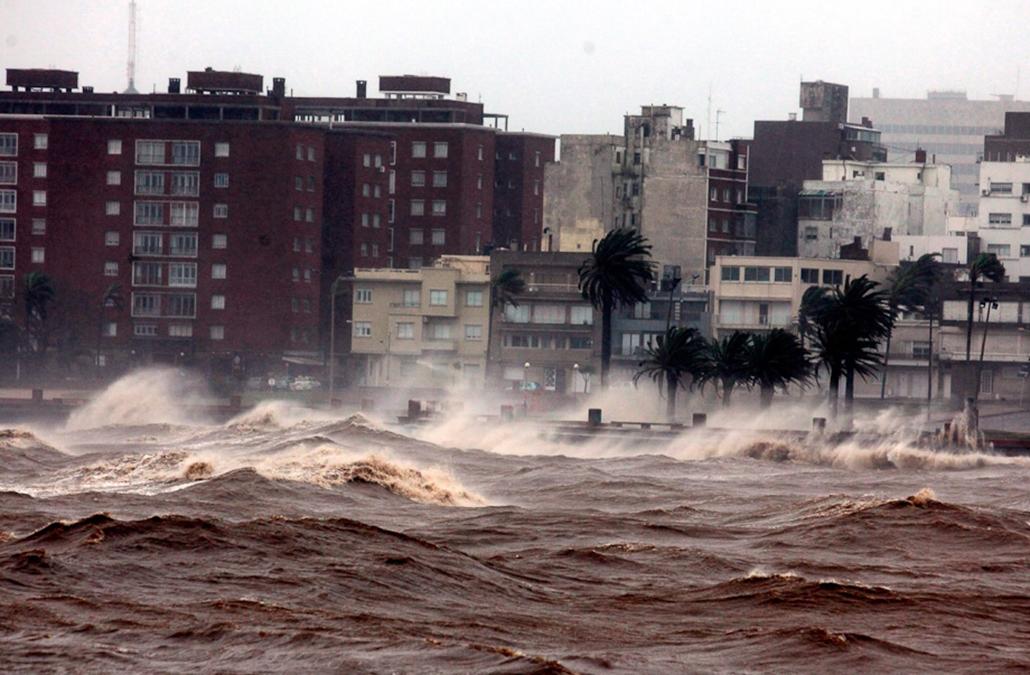 Montevideo, vihar, dél-amerika