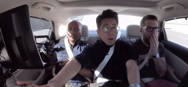Videó: Épp arról forgattak, milyen jó az önvezető autózás, csattanás lett belőle