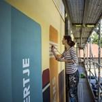 Fotók: Óriás falfestménnyel kezdik az óbudai Krúdy-sétány kialakítását