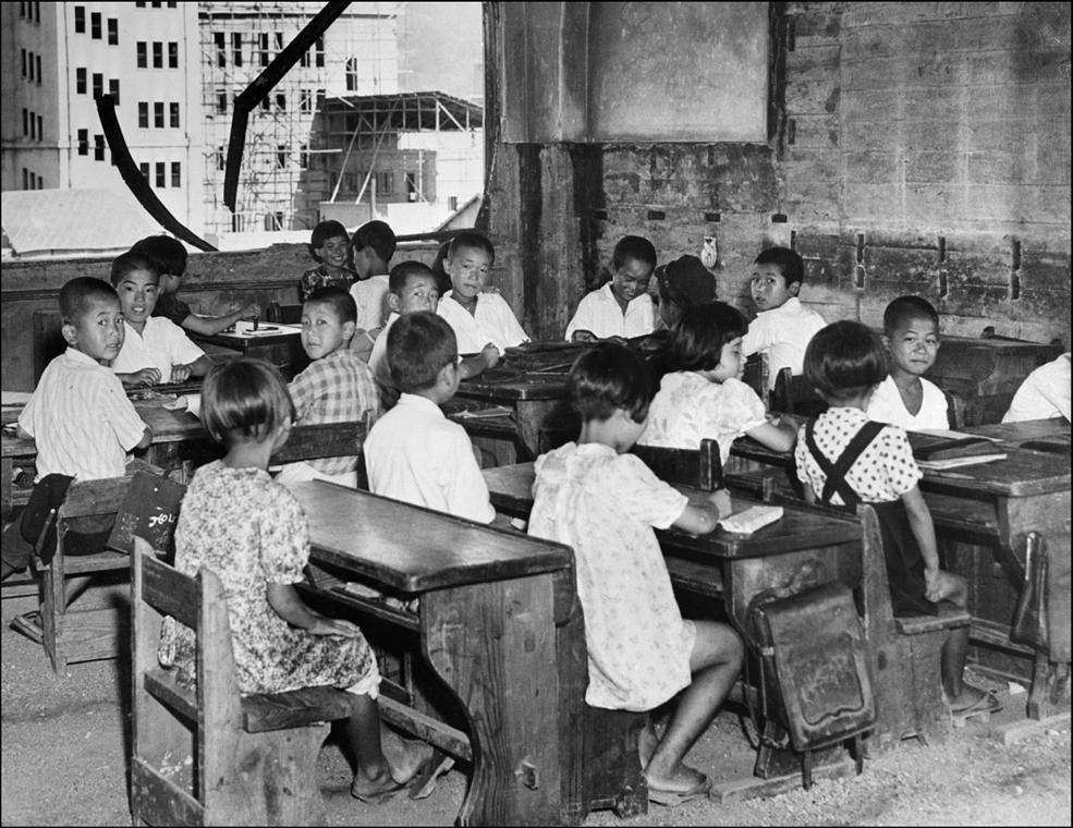 afp.1948. - Hirosima egyik iskolájában, három évvel a bombázás után - atombomba 70, Nagaszaki, Nagasaki, Hirosima, Hiroshima