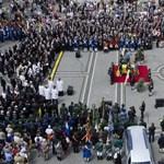 Megkezdődött Habsburg Ottó gyászszertartása