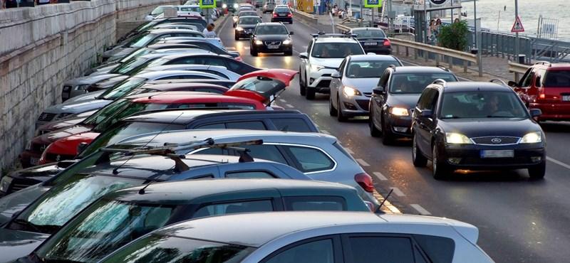 Egyelőre marad fizetős a parkolás Budapesten