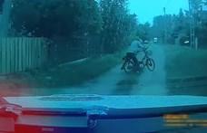 Ittasan dülöngélő mopedest üldöztek a rendőrök – videó