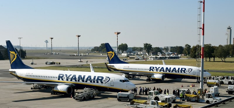 "Six Ryanair workers were fired because they slept on the airport floor ""width ="" 800 ""height ="" 370"