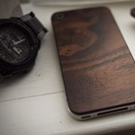 iPhone klasszicizmus, elegáns fa hátlappal