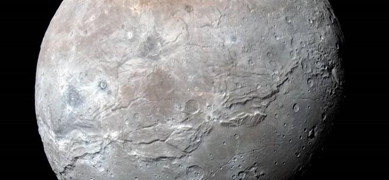 Annyi víz van a Plutón, mint a Földön