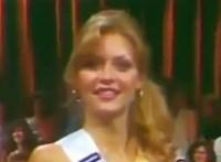 Így vonult a kifutón a 18 éves Michelle Pfeiffer - videó