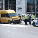 Fotó: koraszülöttmentő karambolozott egy rendőrautóval
