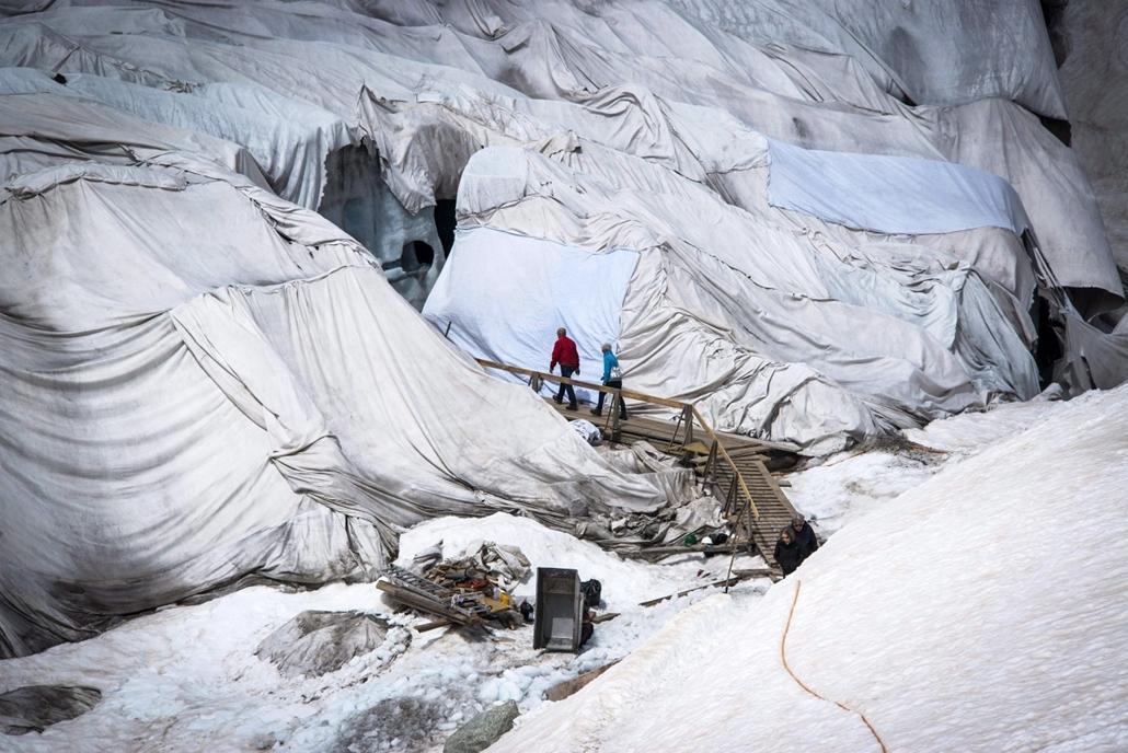 Gleccserolvadás megfékezése Svájban