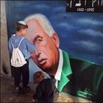 Netanjahu uszított ellene, de sokat köszönhet 25 éve meggyilkolt elődjének, Rabinnak
