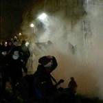 Demonstrálókat igazoltattak a rendőrök a diáktüntetés után