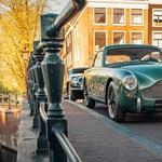 Az elnéptelenedett Amsterdamban pózolt két patinás Aston Martin