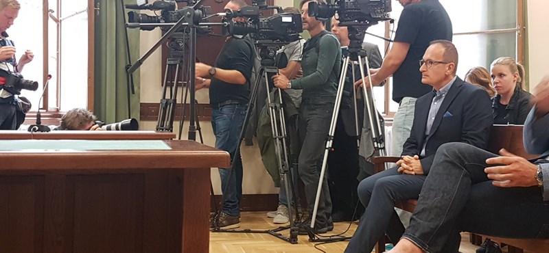 Ártatlannak vallotta magát a volt MSZP-s Simon Gábor a tárgyalásán