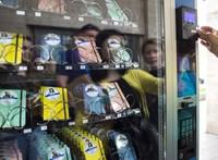 Visszakerült a POKET zsebkönyveket árusító automata a Madách térre