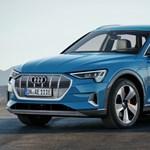 Feszültségkeltő: itt az első tisztán elektromos Audi, az e-tron divatterepjáró
