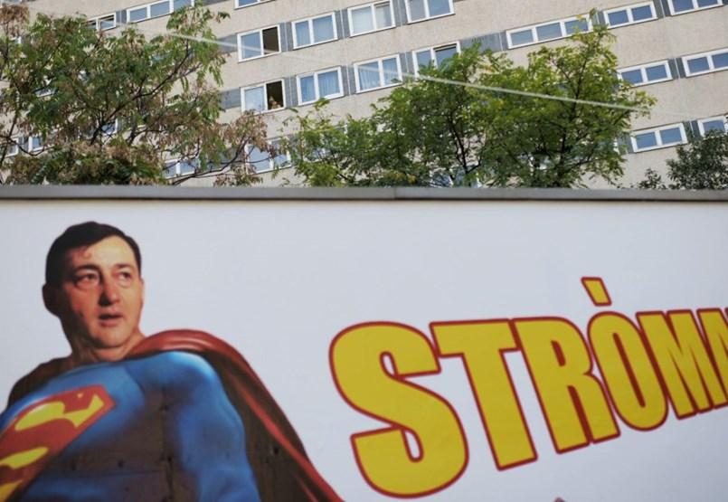 Stróman-szuperhős Mészáros és Bajszos János a plakátokon – csak azért is megnyílt az ARC