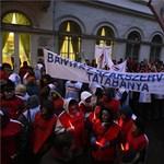 Videó: Felháborodott bányászok százai tüntettek Budapesten