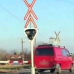 A legrosszabbkor hajtott a vasúti átjáróba egy sofőr Derecskénél
