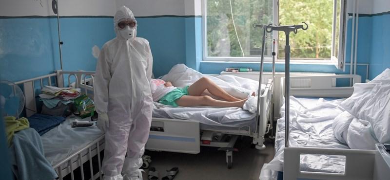 Újabb negatív rekord Romániában: 1500 új fertőzött 24 óra alatt