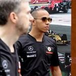 Hamilton nyerte az első szabadedzést Szingapúrban