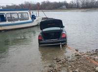 A Dunába csúszott egy autó Szentendrénél – fotók