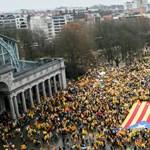 Óriási tömeg tüntet Brüsszelben Katalónia függetlenségéért – fotó