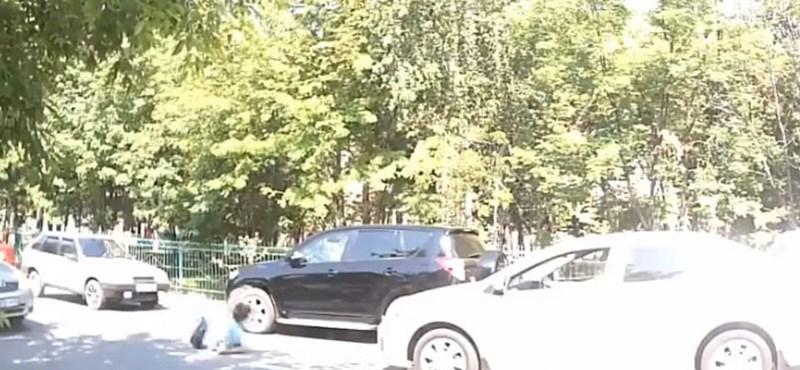 Ilyen egy szerencsés kimenetelű gyalogosgázolás - videó