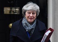 Theresa May: a nagy túlélő párducmintás cipőben