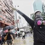 Kínai katonák jelentek meg Hongkong utcáin