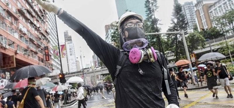 Megtámadták Hongkongban a kínai állami hírügynökség irodáját