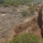 Egy óriási repedés jelent meg a sivatagban – videó
