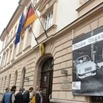 Fotó: Óriásplakátokkal köszönik meg a németek a határnyitást