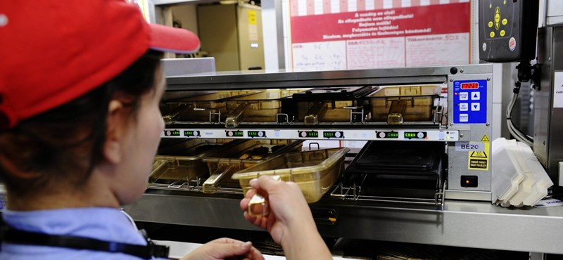Papa a kasszában, az unoka krumplit süt – íme a munkahelyi Fidesz-idill
