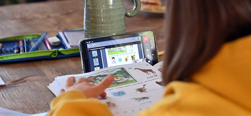 Visszamenőleg is igényelhetik az ingyenes netet a diákok és a tanárok