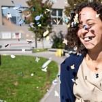 Babérkoszorú, konfetti és tűzijáték: így ünnepelnek az olasz egyetemisták