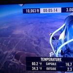 Világrekord: Baumgartner leugrott a világűr pereméről és földet ért
