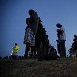 Pintér: 67 ezer itteni menedékkérőből 43 ezren már továbbálltak