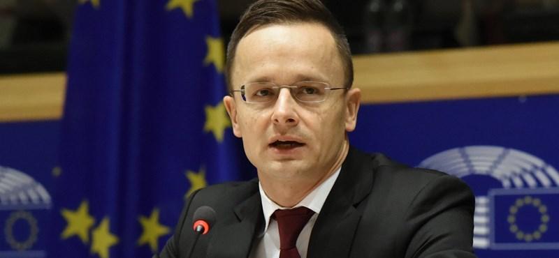 Kampányt akar Szijjártó az ENSZ migrációs javaslatáról