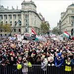 """""""A fasizmus egy vírus, és a Jobbik a vírusgazda"""" - tüntetés a Kossuth téren"""
