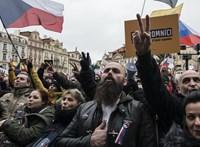 Összecsaptak a rendőrökkel a lezárások ellen tüntető csehek