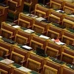 Érettségi nélkül is lehet dolgozni a parlamentben - őket keresik