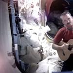 Megvan az űrben Bowie-t éneklő űrhajós? Jövő héten találkozhat vele