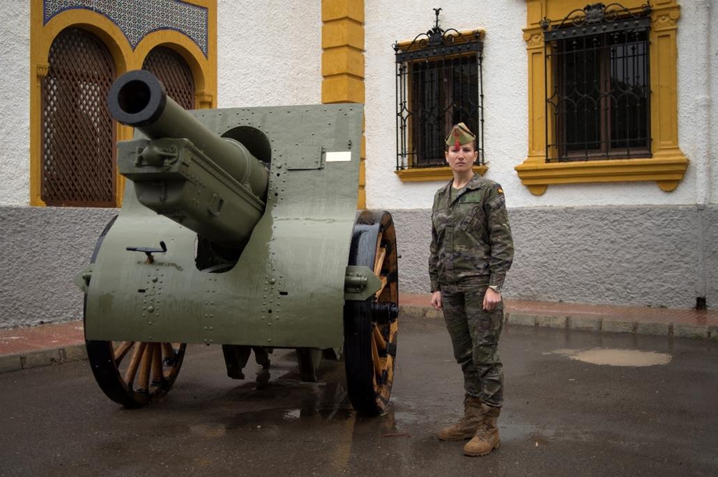 """afp.18.02. - AFP nőnap - Rosa Galvanez 36 éves spanyol légiós az """"Alvarez de Sotomayor"""" bázison"""