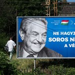Lassan haladnak a plakátragasztók, Soros György még mindig nevet – fotók